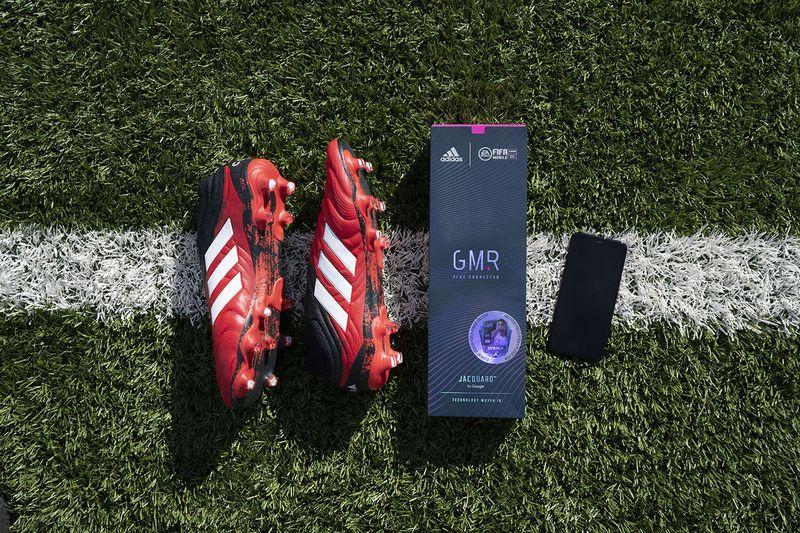 阿迪达斯推出新设备 现实中踢球可在游戏中强化球员获取奖励