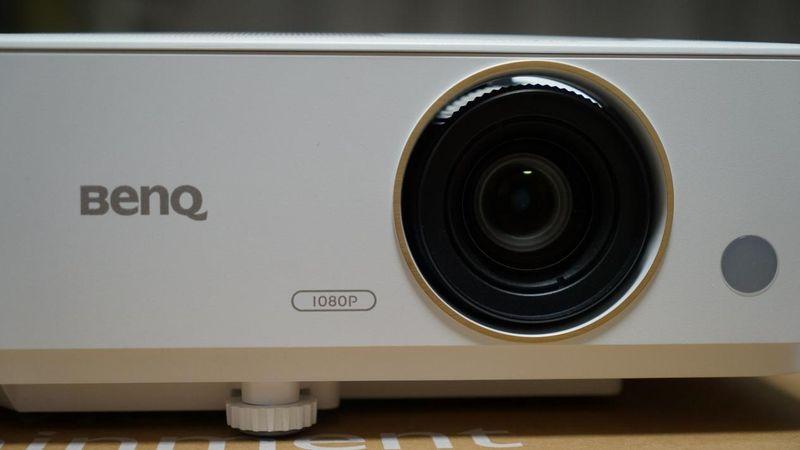 明基TH685投影仪使用体验分享:120Hz+低延迟+100寸大屏幕的极速游戏体验