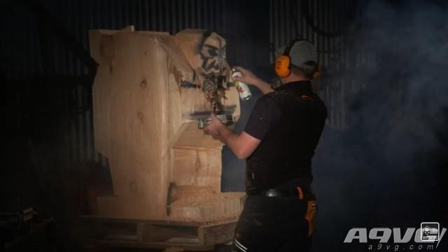 Bethesda庆祝毁灭战士4发售 使用电锯雕刻怪物木雕