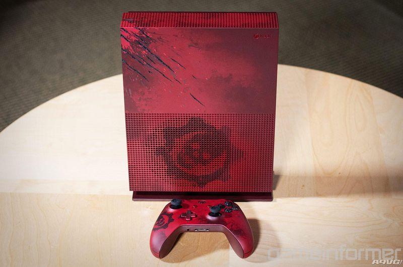 《战争机器4》同捆限定版Xbox One S开箱图