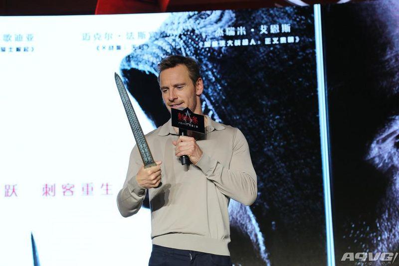 法鲨性感亮相《刺客信条》中国首映式